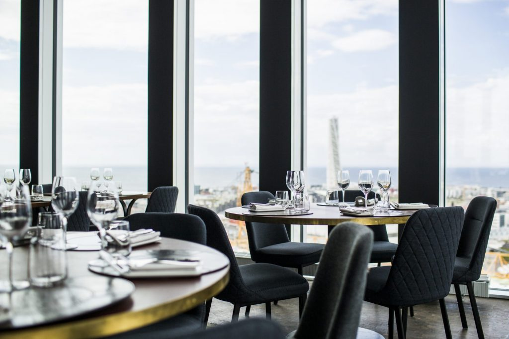 tables-and-chairs-arranged-in-skybar-restaurant-TUV65JD